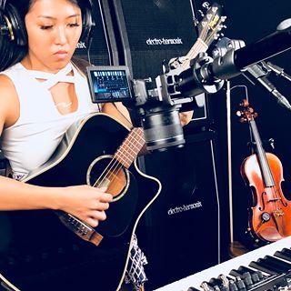 Olivia Thai Performs With The Electro Harmonix 95000 Looper Pedal
